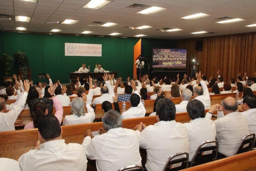 Preside Rector Enrique Etienne Asamblea Extraordinaria