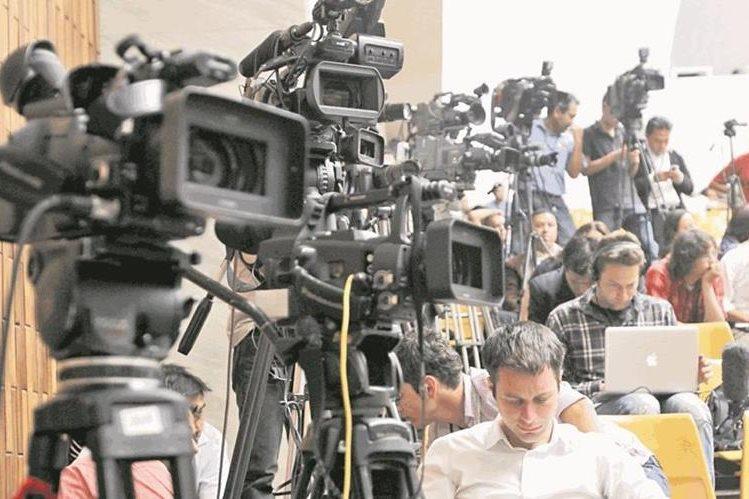 Periodistas en sus labores