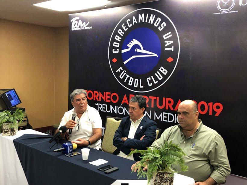 Carlos Reinoso, Rafael Flores y Miguel Manzur en rueda de prensa